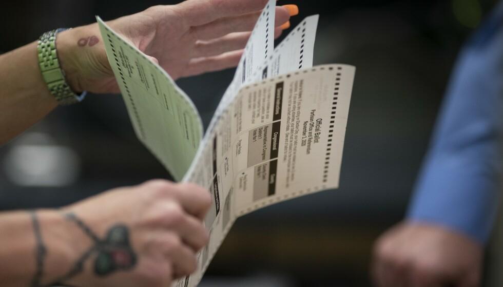 Stemmer telles i Kenosha, en av de største byene i Wisconsin. Foto: Wong Maye-E / AP / NTB