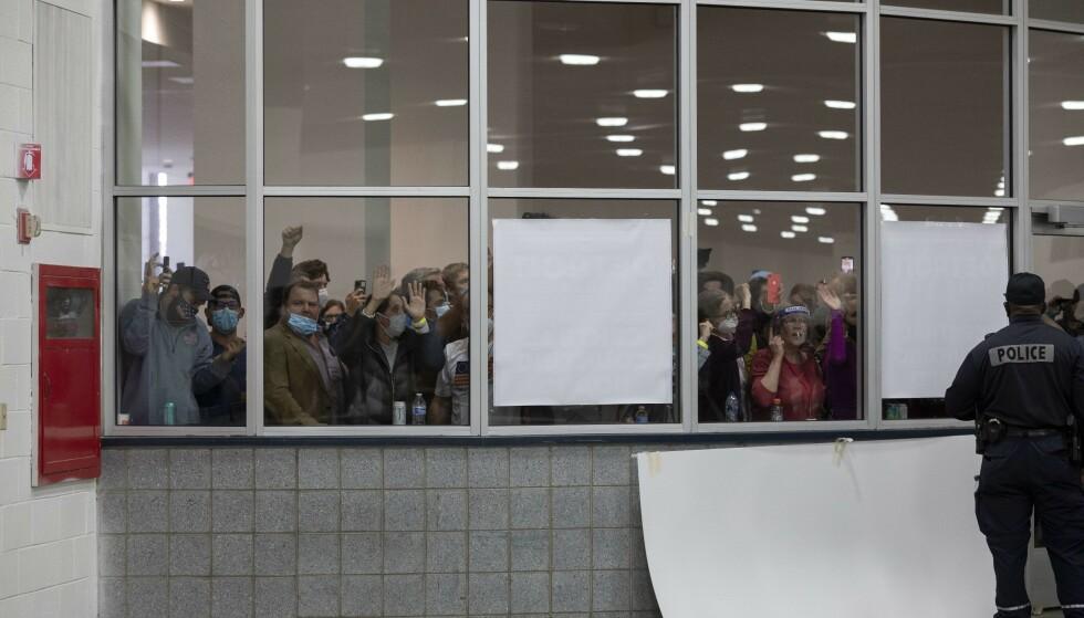 DETROIT: Demonstranter roper «stopp opptellingen». Foto: Elaine Cromie / Getty Images / AFP / NTB