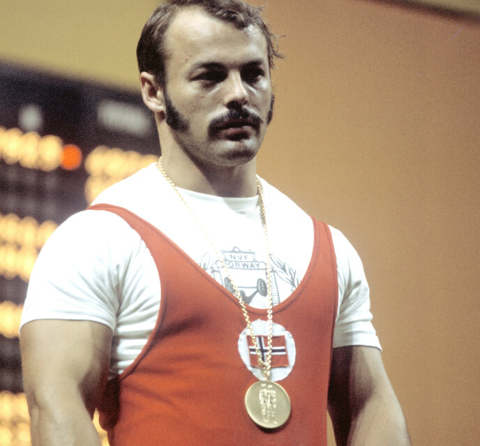 OLYMPISK MESTER: Leif Jensen har fått gullet rundt halsen etter triumfen i OL i 1972. Foto: NTB