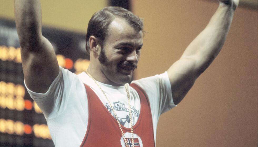 GULLMANN: Leif Jensen på medaljeseremonien etter å ha tatt gull i vektløfting i OL i München i 1972. Foto: NTB