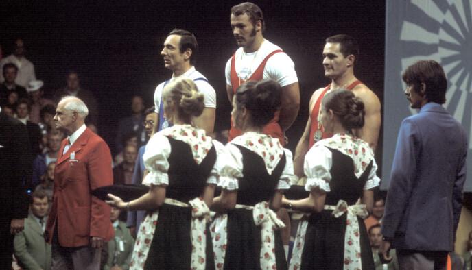 TRIUMF OG TRAGEDIE: Tre dager etter denne lykkelige OL-dagen i 1972, hvor Jensen tok OL-gull, smalt det i OL-landsbyen i München med et terror-angrep mot den isrelske troppen. I alt 17 mennesker døde. Foto: NTB