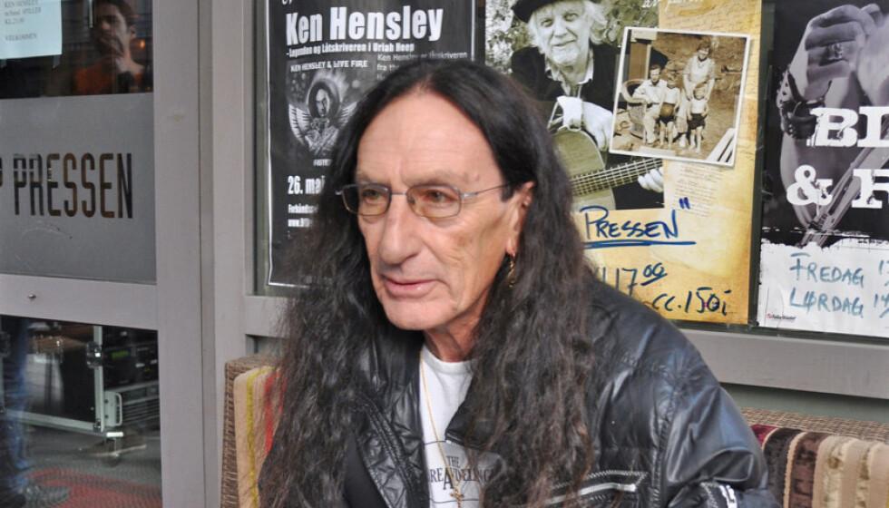 BLE 75 ÅR: Ken Hensley, som startet 70-tallsbadet Uriah Heep, døde onsdag, 75 år gammel. Her et bilde tatt i Oslo for noen år siden. Foto: Kjell Erik Berg