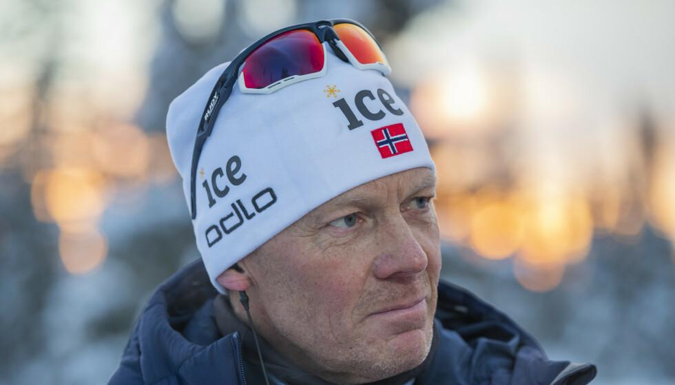 UTFORDRENDE: Landslagstrener for skiskytterne, Egil Kristiansen, mener sesongplanen til langrennssirkuset ser utfordrende ut. Foto: Geir Olsen / NTB