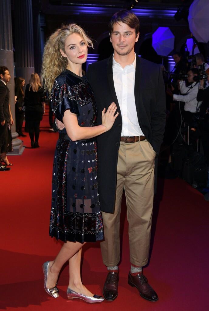 FORELDRE: I dag er Josh Hartnett kjæreste med skuespiller Tamsin Egerton, og sammen har de to barn. Her er de to avbildet i 2018. Foto: Scott Garfitt / REX / NTB