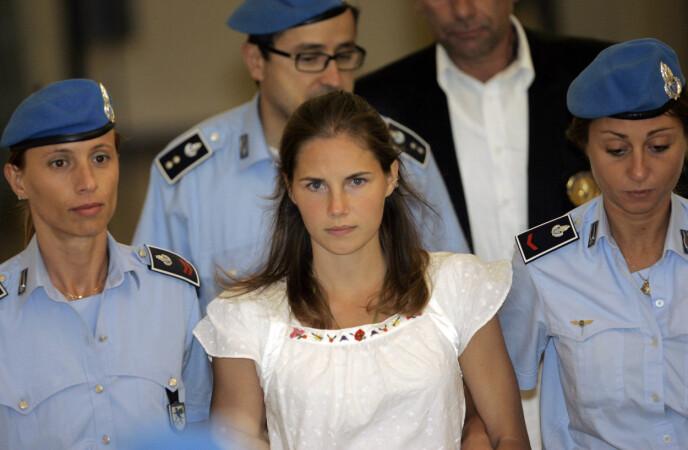 «FOXY KNOXY»: Drapsdømte Amanda Knox fikk mye oppmerksomhet gjennom rettssaken, etter at venninnen Meredith Kercher ble funnet drept i Perugia i Italia. Her fra september 2008. Foto: Antonio Calanni / AP / NTB