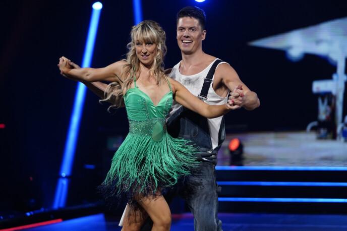 SKRYT: Andreas og Mai fikk 38 poeng for sin første dans. Foto: Espen Solli / TV 2