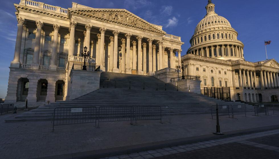 Demokratene ser ut til å beholde flertallet i Representantenes hus ifølge CNN. Foto: J. Scott Applewhite / AP Photo / NTB