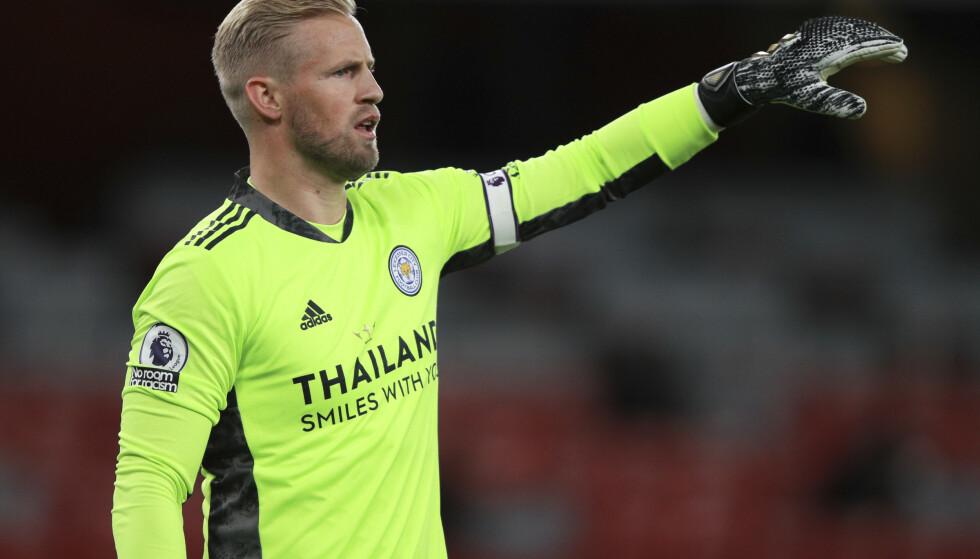 Leicesters keeper Kasper Schmeichel mener britiske myndigheter burde unntatt fotballspillerne i sin innstramming på koronarestriksjonene overfor Danmark. Fotball: Ian Walton / AP / NTB
