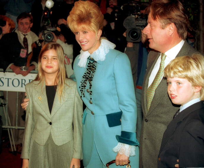 TREBARNSMOR: Ivana Trump har barna Eric (til venstre) og Ivanka (til høyre) sammen med eksmannen Donald Trump. De har også sønnen Donald jr. Her er Ivanka, Ivana og Eric avbildet i 1993. Foto: AP/NTB