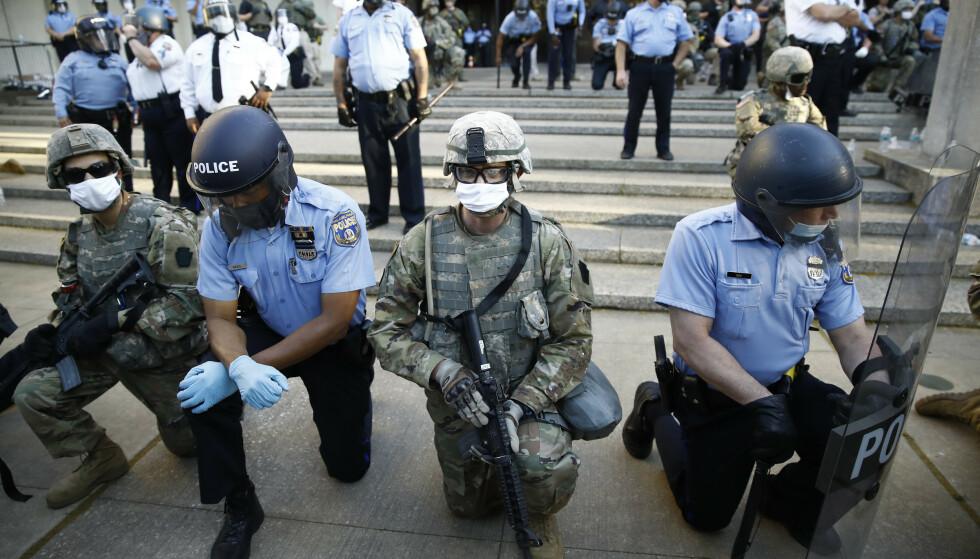NEKTET STYRKER: Esper ville ikke sette inn føderale styrker under sommerens opptøyer i amerikanske byer. Her nasjonalgarden, under ledelse av delstaten, sammen med lokalt politi i Philadelphia. Foto: AP Photo/Matt Rourke/NTB