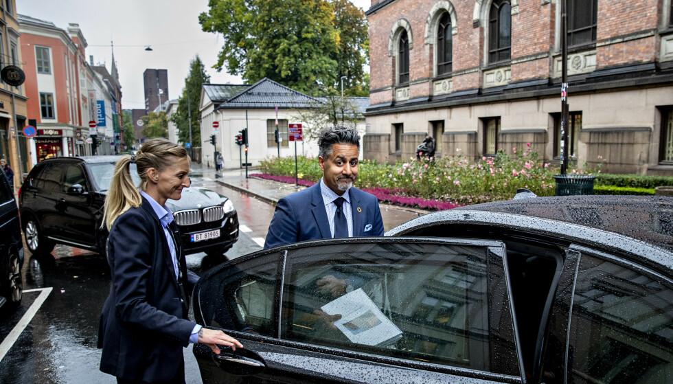 TAR TAK: - Vi utvider kompensasjonsordningen til å gjelde arrangementer som blir avlyst som følge av alle offentlige pålegg, ikke bare statlige, sier kultur- og likestillingsminister Abid Raja i dag. Bjørn Langsem / Dagbladet