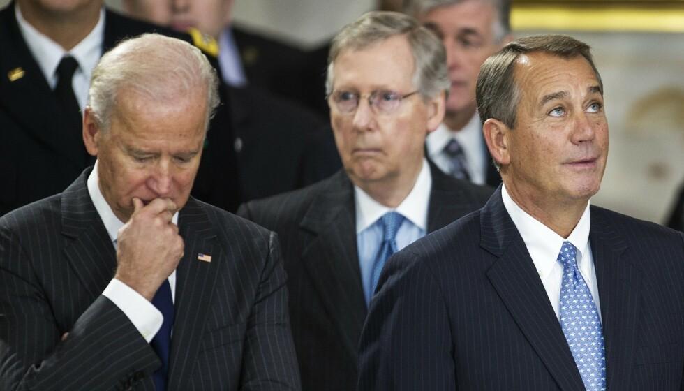 BETENKT: Joe Biden kan få det tøft når han skal forhandle med Republikanernes leder i Senatet, Mitch McConnell (bak). Men de to er også gamle venner og sies å ha et svært godt forhold. Her fra 2012. Foto: Paul J. Richards / AFP / NTB