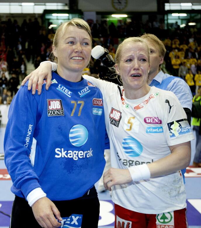 HÅNDBALLSTJERNE: Cecilie Leganger var en av verdens beste målvakter i sin tid. Her er hun med Heidi Løke etter seier i mesterligafinalen i 2011. Foto: Kyrre Lien / NTB