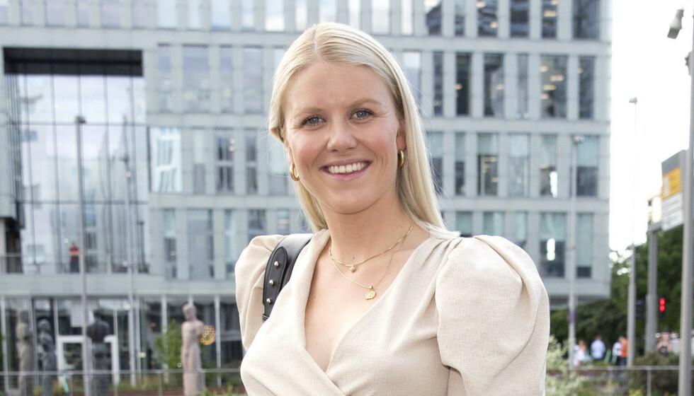 SNART TERMIN: Ni dager før termindatoen tar Tiril Sjåstad Christiansen seg tid til en prat med Dagbladet. - Svangerskapet har gått overraskende bra, sier hun. Foto: Andreas Fadum / Se og Hør