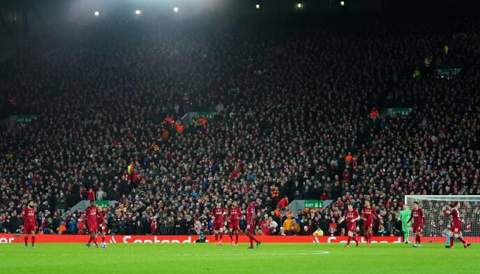 CORONABOMBE: Kampen mellom Liverpool og Atlético Madrid 11. mars var blant de siste av de store matchene som gikk med publikum. Det viste seg i ettertid ikke å være så lurt. Foto: NTB