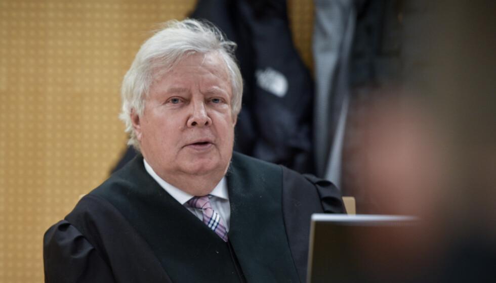 PROFILERT: Advokat Fridtjof Feydt i kjent positur i retten. Foto: Øistein Norum Monsen / Dagbladet