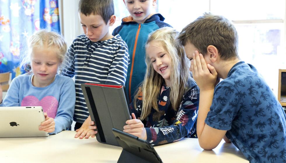 SKOLE-NEI: KrF vil ha mobilforbud i skolene, der skjermene mange steder har gjort inntog i undervisningen. Illustrasjonsfoto: Gorm Kallestad /NTB