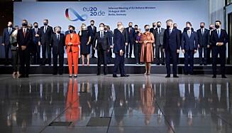 SIKKERHET: Forsvarsministrene i EU møttes i Berlin i august. NATOs generalsekretær Jens Stoltenberg deltar for å drøfte ulike sikkerhetsutforringer. Foto: Axel Schmidt/AFP