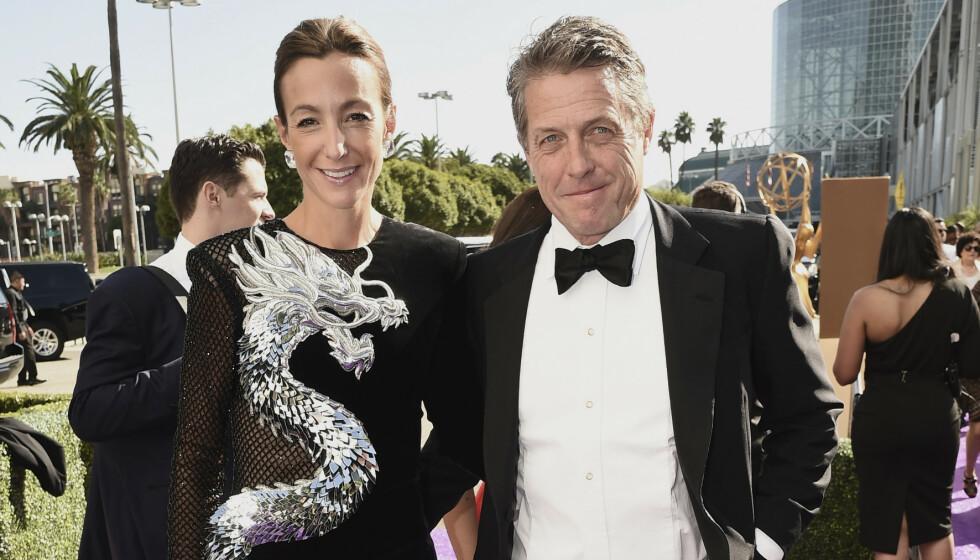 VAR SMITTET: Hollywood-paret Hugh Grant og Anna Elisabet Eberstein ble smittet av corona i februar. Nå forteller førstnevnte om hvordan han opplevde det. Foto: Dan Steinberg / Invision / NTB