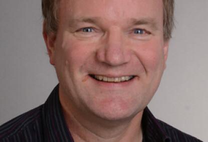 KRITISK: Professor Elling Ulvestad mener man ikke kan basere vaksinens sikkerhet på forsøk med en modellvaksine. Foto: UiB
