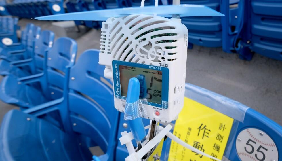 SAMLET DATA: En CO₂-detektor på Yokohama Stadium. Foto: NTB