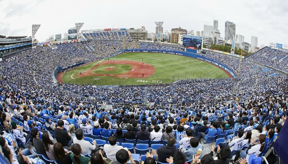 SAMLET: 32 000 mennesker var samlet på Yokohama Stadium 1. november i år. Foto: NTB