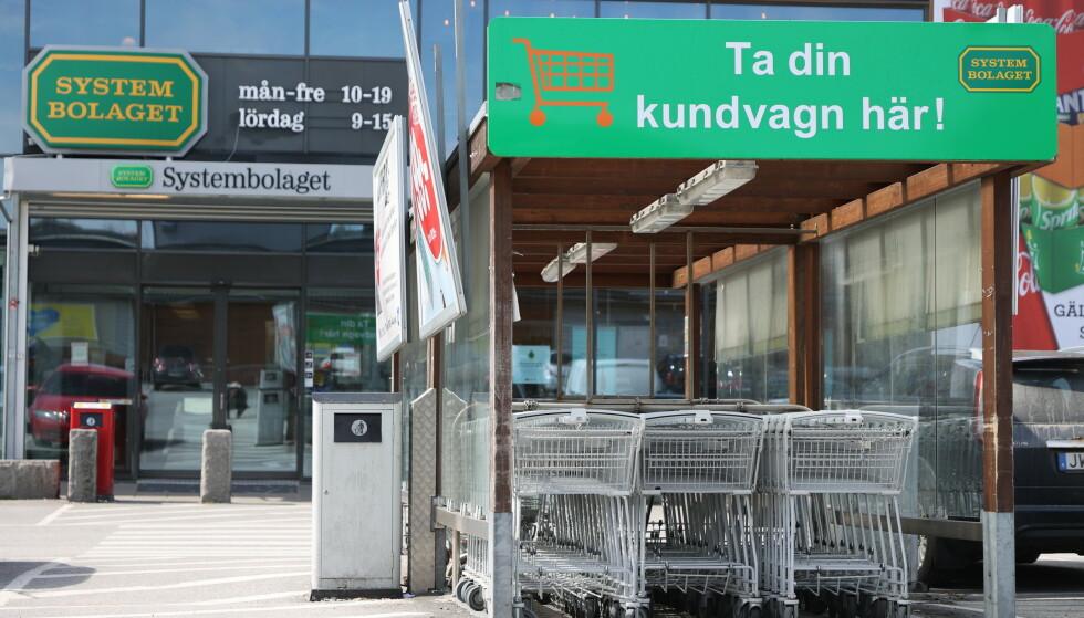STRÖMSTAD: Lite kunder på Systembolaget i Strømstad fredag. Foto: Adam Ihse/TT / NTB