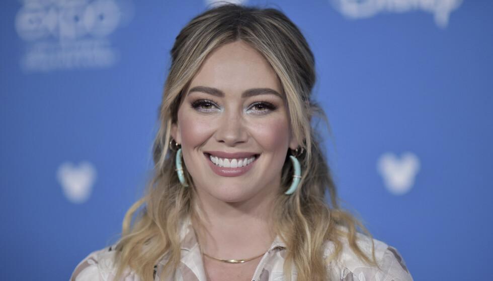 VSLØRER: Hilary Duff forteller åpenhjertig om sine egne opplevelser med sex da hun var yngre. Foto: Richard Shotwell / AP / NTB