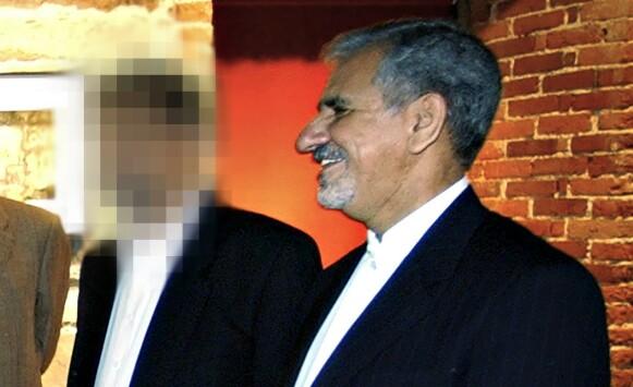 PÅ PLASS I NORGE: Diplomaten, til venstre, er sammen med en iransk statsråd på offisielt oppdrag i Norge. Diplomaten skal ha formidlet 50 000 euro for å etablere Imam Ali-moskeen på Tveita i Norge, på vegne av det iranske regimet. Foto: Privat