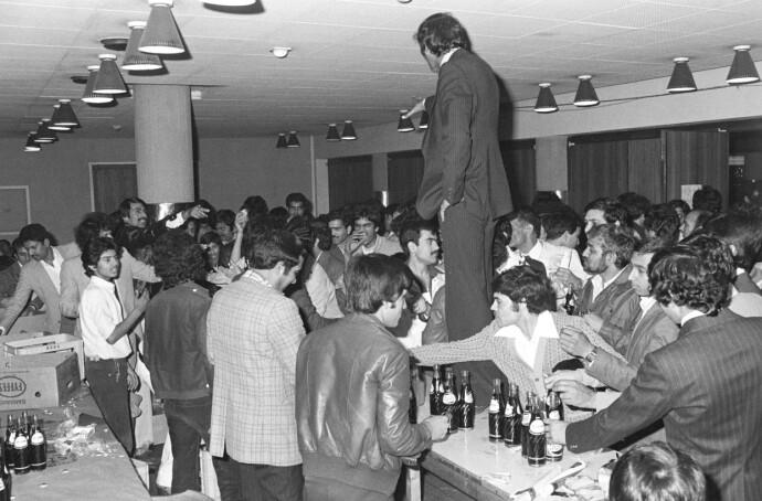 FEIRING: Pakistan Workers Welfare Union feirer hjemlandets 32. uavhengighetsdag i Folkets Hus i Oslo 14. august 1979. Da uten Soofi som leder. Foto: NTB