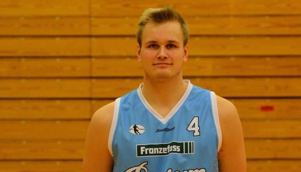 DØDE I GÅR: Alex Dakin spilte på Bærum Basket og hadde kamper for det norske landslaget. Foto: Bærum Basket