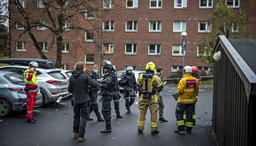STORT OPPBUD: Ekteparet som fant dynamitten, så ikke for seg at det skulle bli et så stort oppmøte fra nødetatene. Foto: Bjørn Langsem / Dagbladet