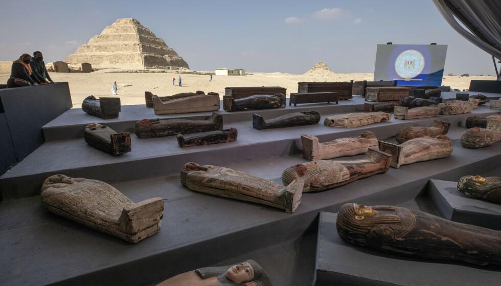 Mange av sarkofagene kommer fra Cleopatras tid rundt 30 år før Kristus. Foto: Nariman El-Mofty / AP / NTB