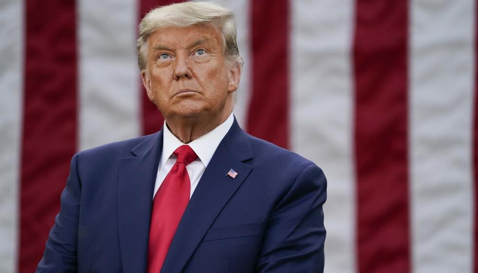 TALTE OFFENTLIG: Donald Trump talte fredag offentlig for første gang siden valgnederlaget. Han nektet å svare på spørsmål fra pressen. Foto: Evan Vucci / AP / NTB