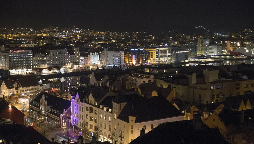FLERE FESTER: Vest politidistrikt har fått inn flere meldinger om feststøy og bråk lørdag kveld og natt til søndag. Her fra Bergen. Foto: Marit Hommedal / NTB