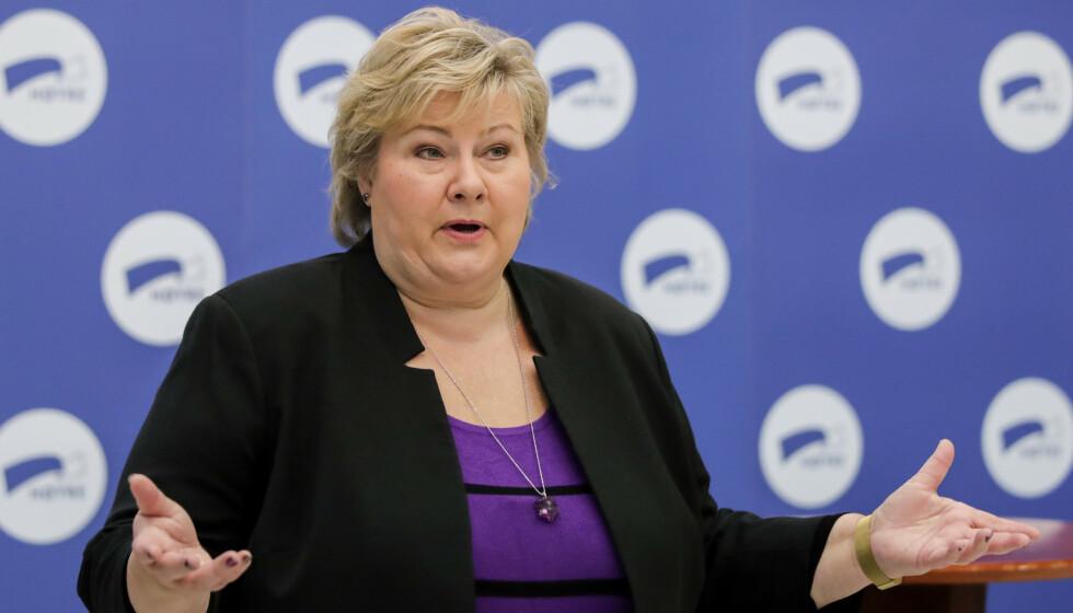 STRENG: Statsminister Erna Solberg sier det er i kjernen av de norske smitteverntiltakene at man går i karantene når man har vært i nærkontakt med en smittet. Det skal ikke være unntak for landslagsspillere. Foto: Vidar Ruud / NTB