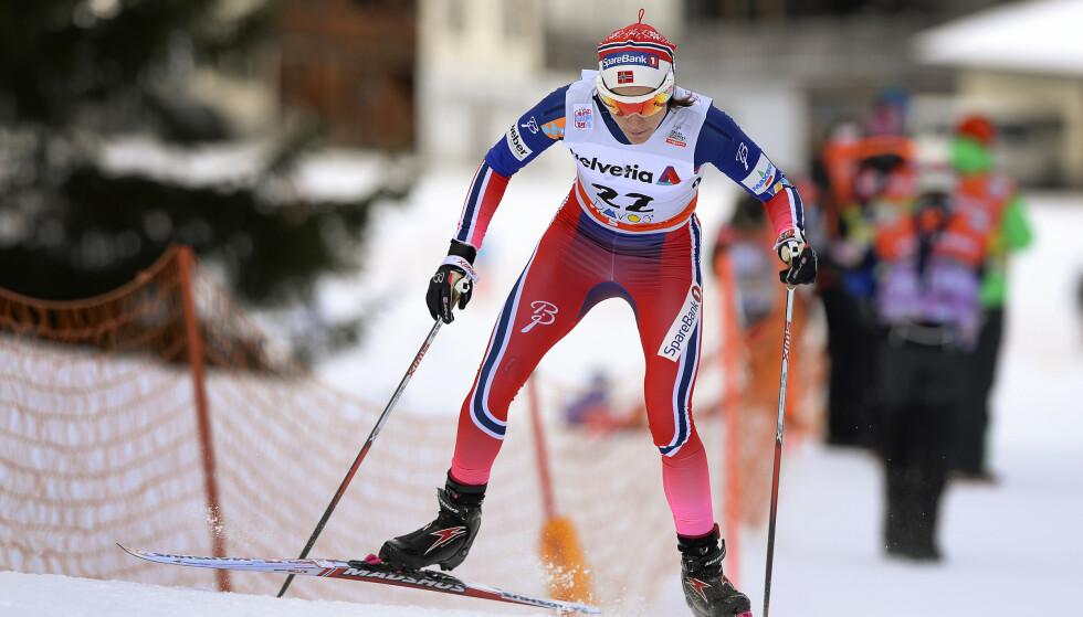 BESKYTTER LANGRENN: Heidi Weng på full fart i Davos. Nå har de sveitsiske arrangørene fått klarsignal for nytt renn i desember til tross for stygge smittetall. Toppidrett som underholdning blir beskyttet i flere europeiske land. FOTO: Anders Wiklund/TT / NTB