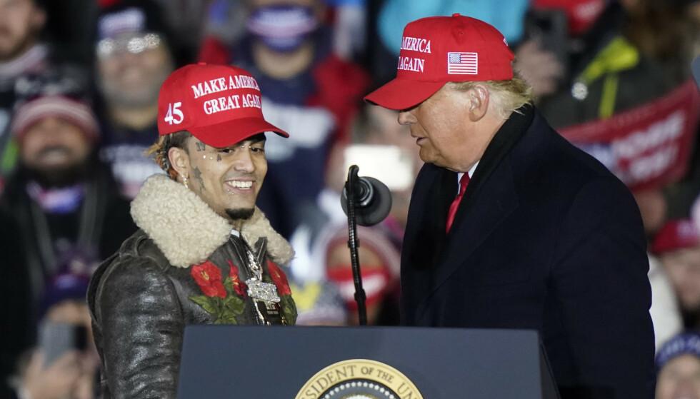 MERKELIG: Det var nok ikke alle som hadde sett for seg at Donald Trump skulle få drahjelp av rapperen Lil Pump i valgets oppkjøring. Foto: NTB