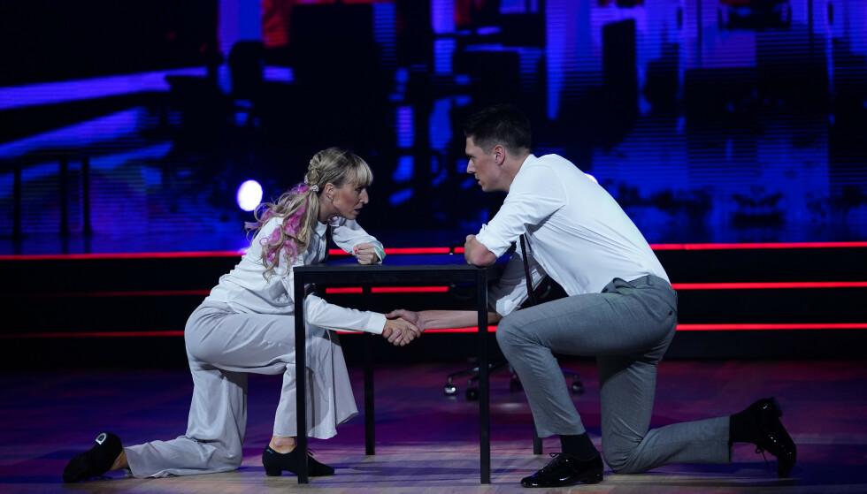 INSPIRERT: Andreas Wahl og Mai Mentzoni danset en forrykende tango på lørdag, som fikk hele 39 poeng av dommerne. Enkelte av trinnene fikk imidlertid årvåkne seere til å reagere. Foto: Espen Solli / TV 2