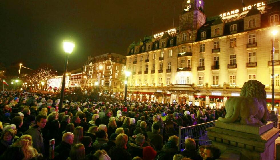 FOLKEHAV: Nordmenn venter på Barack og Michelle Obama. Foto: Eirik Helland Urke / Daglbadet