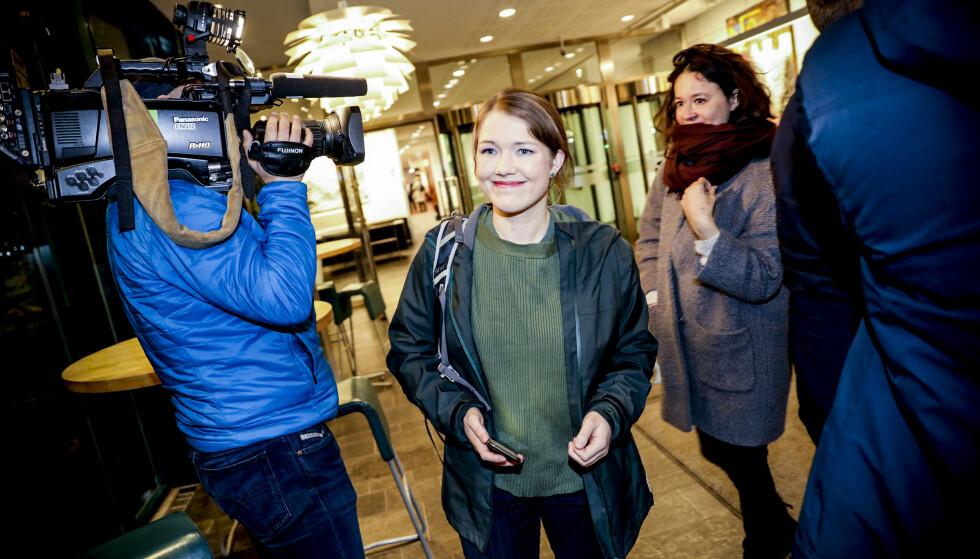 MER AVGIFT PÅ FLY: MDG-leder Une Bastholm sier vi ikke kan redde Norwegian for en hver pris. Hun vil ha økte avgifter på flygninger mellom de store byene. Foto: Christian Roth Christensen
