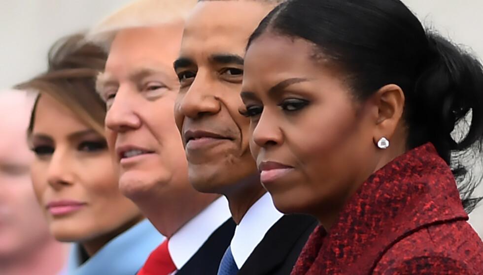 TIL ANGREP: Den 20. januar 2017 hadde Michelle Obama tilsynelatende en hyggelig tone med Trump-ekteparet. Det har endret seg nå. Den tidligere førstedamen tar nå et knallhardt oppgjør med presidenten. Foto: AFP PHOTO / JIM WATSON. NTB