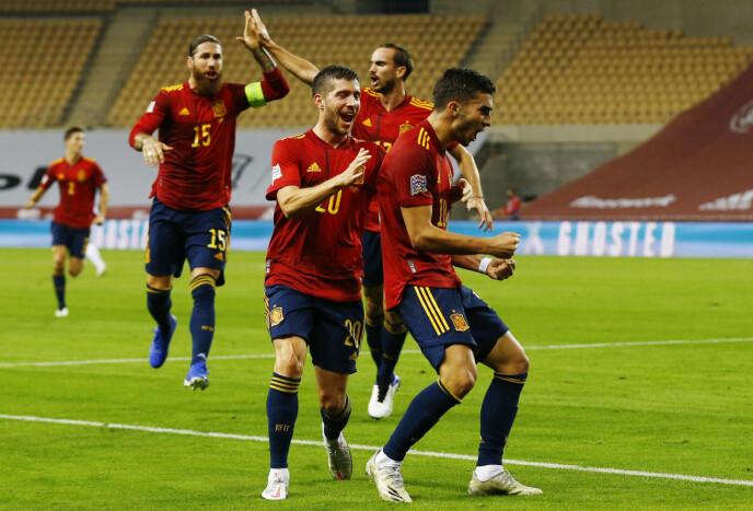 JUBEL: De spanske spillerne herjet. Foto: REUTERS/Marcelo Del Pozo/NTB