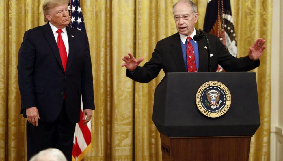 President Donald Trump og senator Chuck Grassley avbildet i Det hvite hus i november i fjor. Foto: AP / NTB