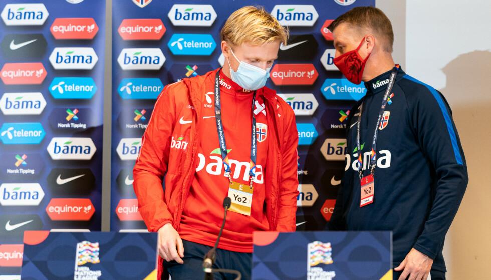 BEHOLDER MASKA: Uansett hva som skjer i kveld vil kaptein Mats Møller Dæhli og trener Leif Gunnar Smerud lande på beina. Denne kampen har bare oppside for Norge. De har ingenting å tape. Noen ganger er det et utgangspunkt som får ting til å skje i fotball. Det eneste du kan være sikker på er at Norge går for det i Wien. Foto: Florian Schrötter EXPA / NTB
