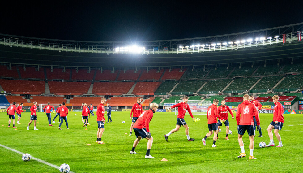 STORSTUE: Her - på Ernst Happel Stadion i Wien - spilles kampen i kveld. Her fra Norges trening i går kveld. Foto: Florian Schrötter / Expa / NTB