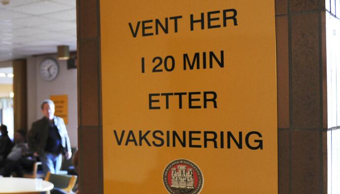 TILSTRØMNING: Mange møtte opp da vaksineringen begynte i Bergen i oktober 2009. Foto: Marit Hommedal / NTB