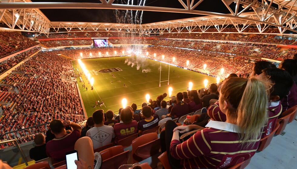 FULLT HUS: 52 000 tilskuere så en rugbyfinale i Australia i går. Det er det høyeste antall menensker som har overvært et arrangement etter at corona-pandemien brøt ut. Foto: NTB