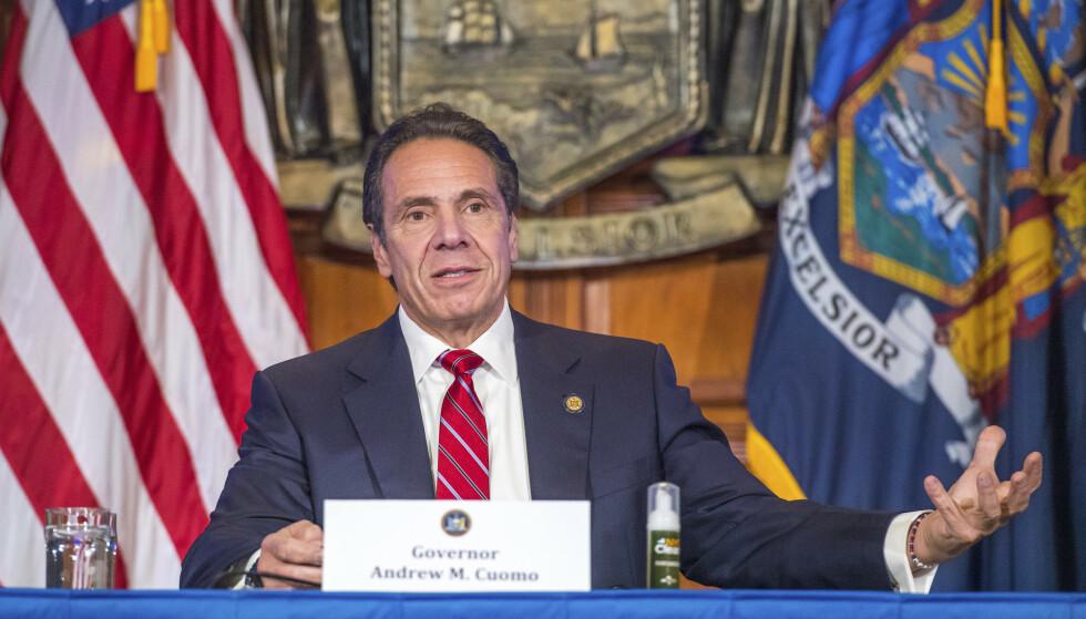 SMITTETOPP: Flere delstater i USA setter stadig nye smitterekorder. Også I new York øker smitettallene på nytt. Under en pressekonferanse onsdag advarte guvernør Andrew Cuomo om at han frykter den kommende Thanksgiving-feiringen vil føre til et enormt smittehopp i New York. Foto: Darren McGee / AP / NTB