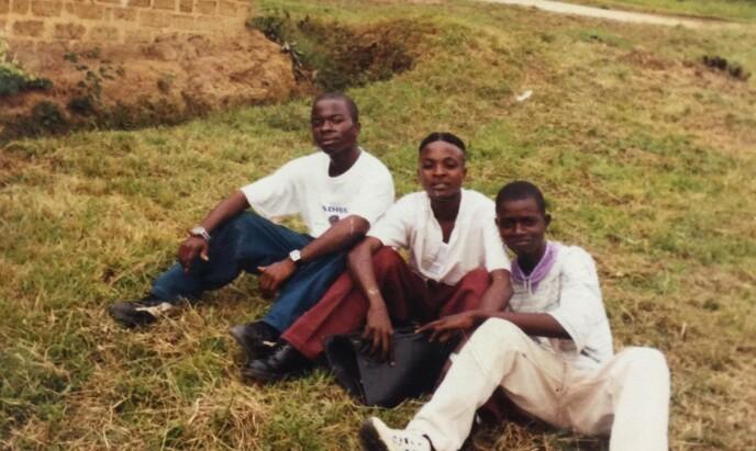 MED KAMERATER: Prince Joe i en FN-leir i Elfenbenskysten med venner. Rundt 1995. Foto: Privat